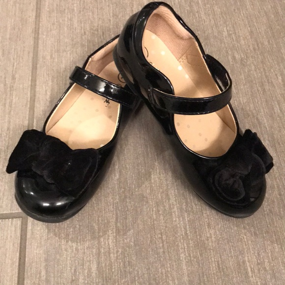 fc11260e216 Cat   Jack Other - Black patent leather Mary Janes with velvet bow